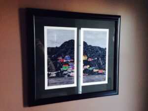 Rocky Aisle to Town looks fabulous with this simple black frame